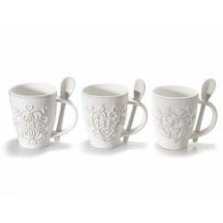 Tazza in ceramica bianca con cucchiaino