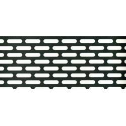 Lamiera forata zincata in sendzimir dalle dimensioni 100x200cm, spessore 2mm, foro asola 4x20mm, passo 8x24mm sfalzato