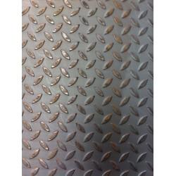 Lamiera bugnata mandorlata in fe (acciaio comune) dalle dimensioni di 100x200cm, pessore 3+2mm