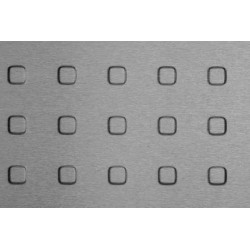 Lamiera bugnata quadra zincata (sendzimir) dalle dimensioni 100x200cm spessore 1,5mm bugna da 15mm passo 40mm a 90°