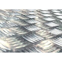 Lamiera mandorlata in alluminio dalle dimensioni di 125x250cm, spessore 3+2mm